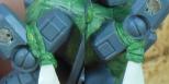 Selbstgebaute Bänder mir Green Stuff am Kommander befestigt